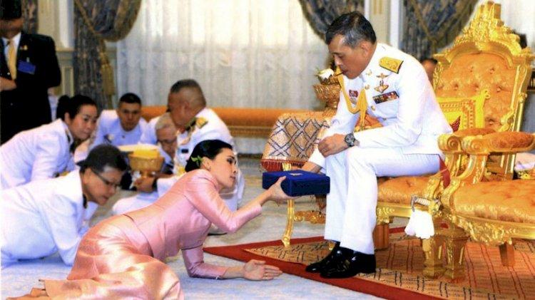 Tayland'da krala tepki büyüyor: Akıl hastanesine kapattılar