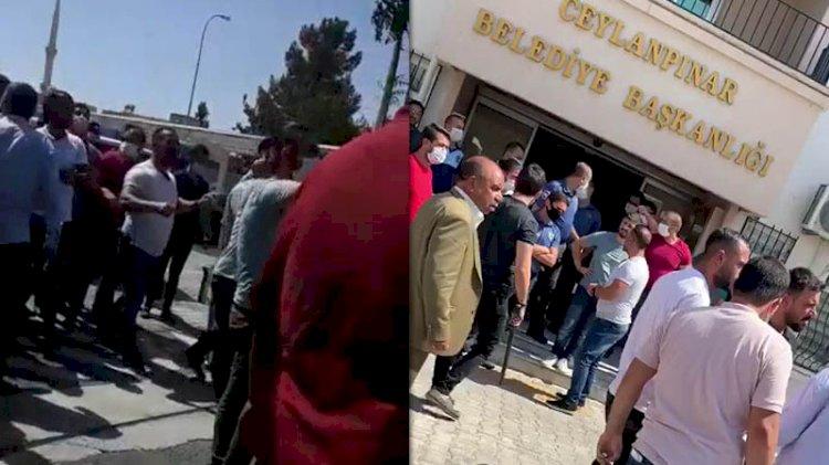 AKP'li belediye başkanının makamında silahlar çekildi