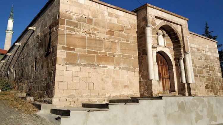 700 yıllık kervansarayı rezil ettiler