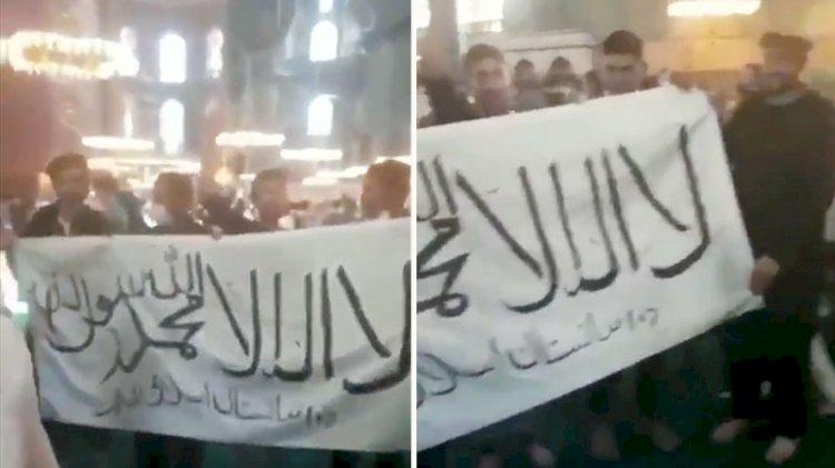 Ayasofya'da da Taliban bayrağı açtılar!