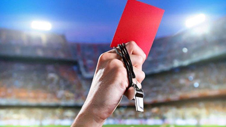 Kural değişti! Öksüren futbolcu kırmızı kart görecek