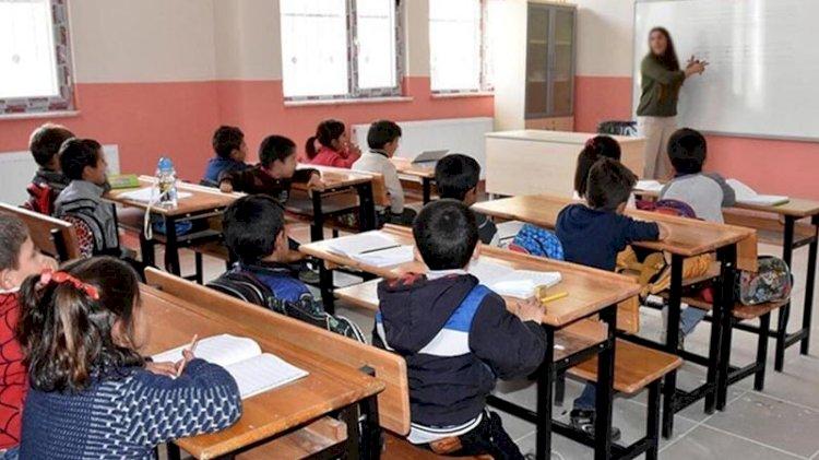 Bilim Kurulu üyesi: Okulların açılmasıyla ilgili yeni kararlar alınabilir