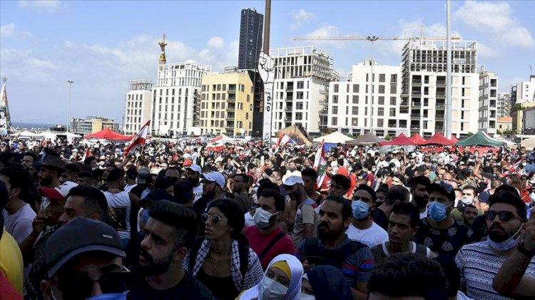 Lübnan'da sokaklar hareketlendi:  Bakanlıkları işgal ettiler