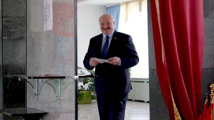 Beyaz Rusya'da Lukaşenko kazandı sokaklar karıştı