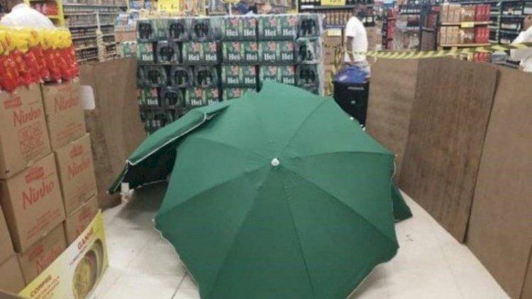 Mesai saatinde ölen işçiyi şemsiyeyle gizleyip satışa devam ettiler