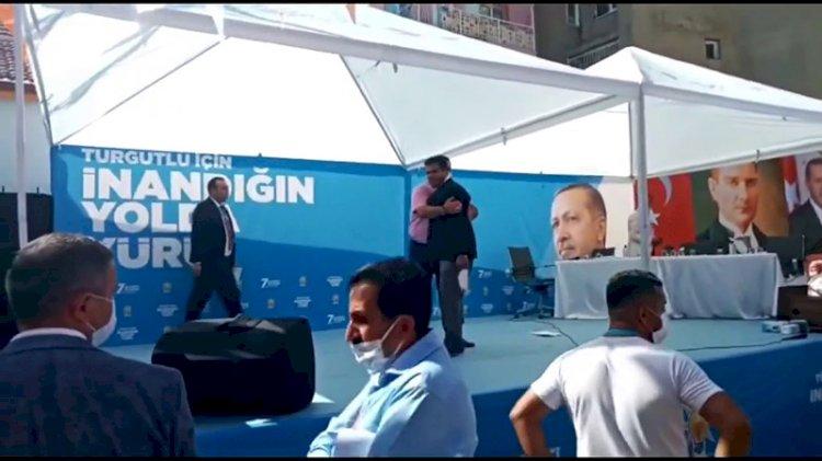 AKP kongresinde kavga: Kürsüye tekme attı