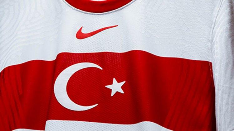 Milli Takımımızın forması tanıtıldı, Nike'a tepki yağdı!