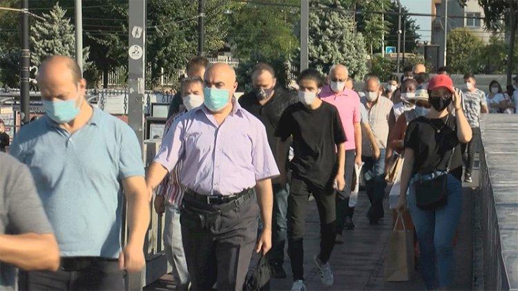 Bilim Kurulu üyesi toplu taşımaya bindi: Tehlike var!