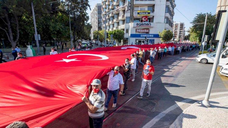 İzmir'in kurtuluşun 98'inci yıl dönümünde zafer yürüyüşü