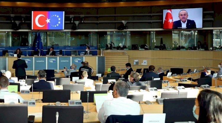 'AB ve Türk bayrağını yan yana görmek istemiyoruz'
