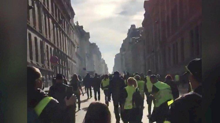 Fransa'da sarı yelekliler yeniden meydanlarda