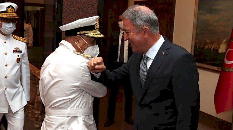 Hulusi Akar, Libya Deniz Kuvvetleri Komutanı'yla görüştü