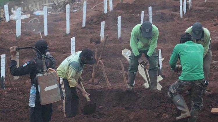 Maske takmayanlara 'mezar kazma' cezası