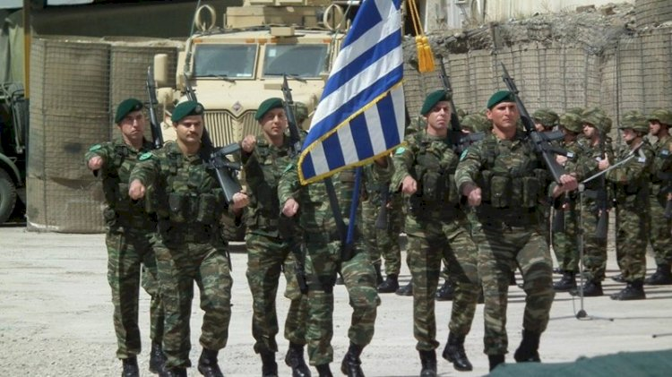 Yunanistan askerlik süresini uzatıyor