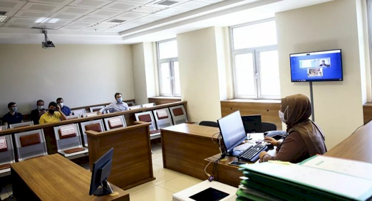 İlk e-duruşma yapıldı: Taraf avukatı video konferansla bürosundan bağlandı