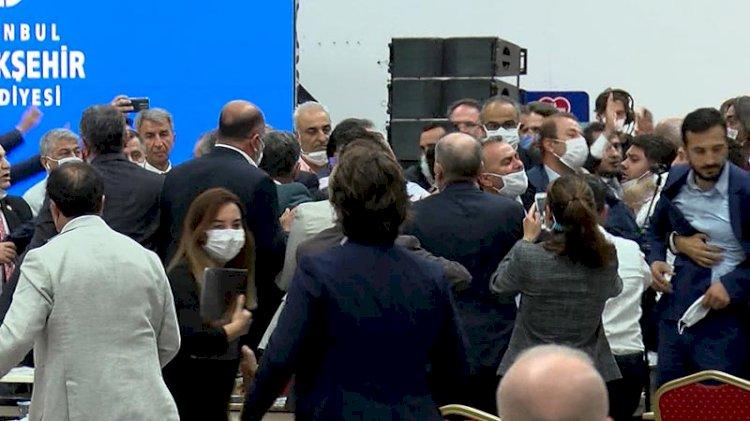 İBB meclisinde tekmeli yumruklu kavga