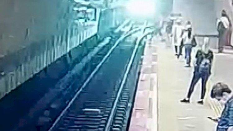 İstanbul'da metroda intihar anı kamerada