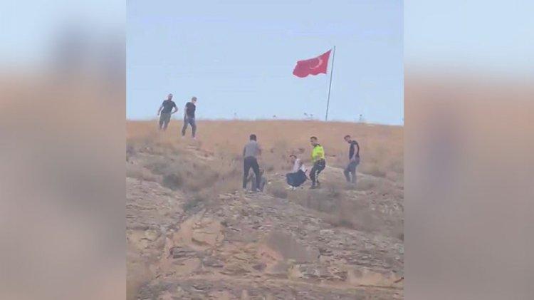 Türk bayrağını indirmeye kalkışınca ilçe karıştı