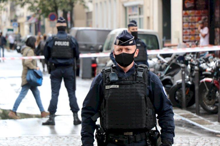 Charlie Hebdo'nun eski binasının yakınında bıçaklı saldırı