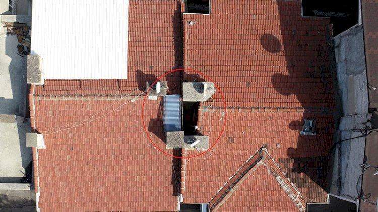 Türbeyi iki bina arasına sıkıştırdılar