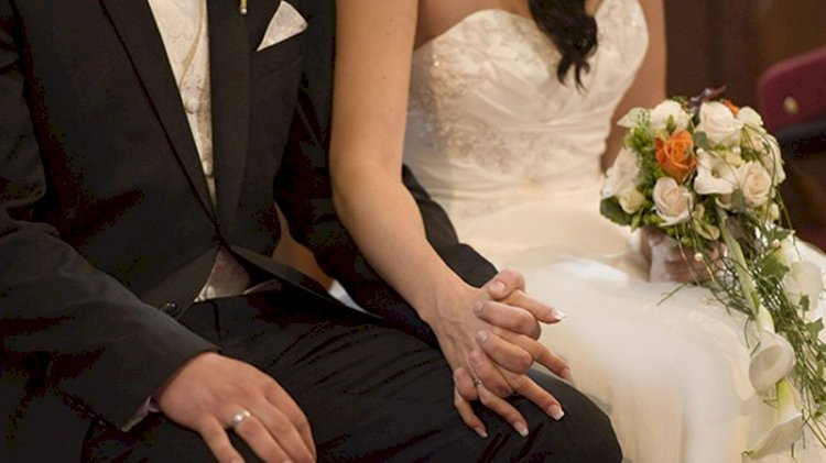 Koronavirüs olduklarını bile bile düğün yapmışlar
