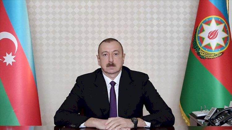 Azerbaycanlı gazeteci Aliyev'in konuşmasının satır aralarını yazdı