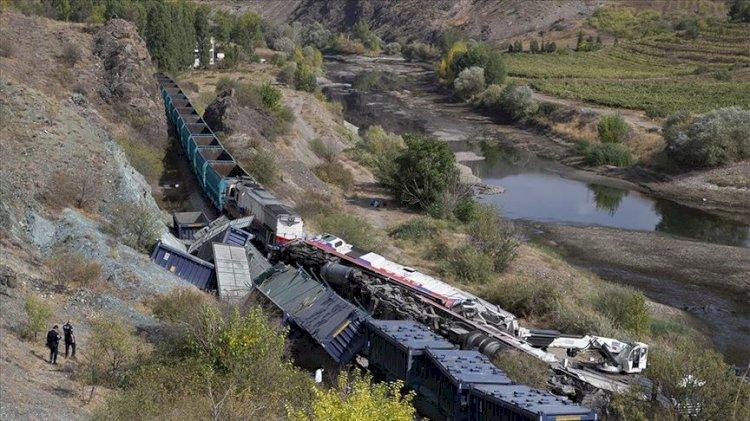 Ankara'da iki tren çarpıştı!