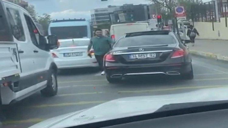 Trafikte 'pes' dedirten görüntü!