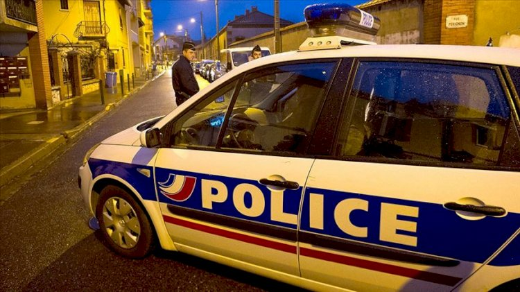 Fransa'da polis merkezine havai fişekle saldırı
