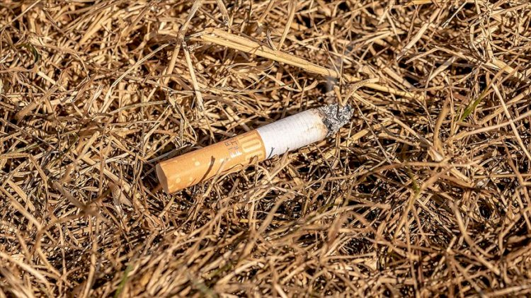 Hatay'da sigara içmek için yol kenarında çakmak çakan adam, 'kundakçı' zannedilerek çevredekiler tarafından darp edildi