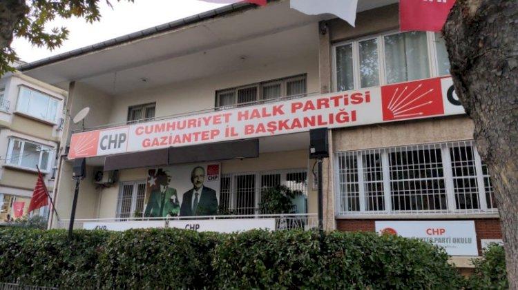 Barıştırılmak için buluşturulan CHP'liler birbirini bıçakladı