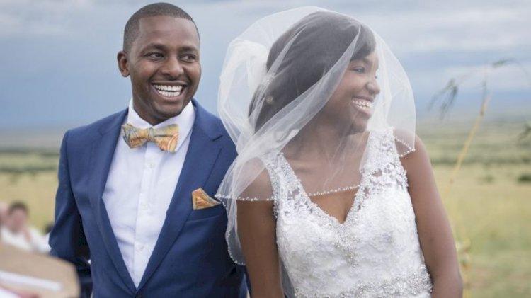 Afrika kökenli Amerikalı kadınlar evlilikte kocalarının soyadını almaya daha yatkın