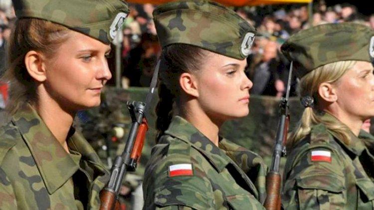Hollanda'da kadınlara zorunlu askerlik yükümlülüğü getirildi
