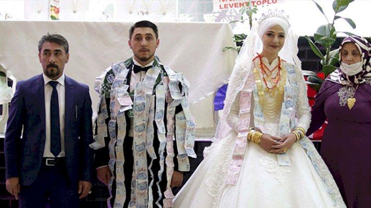 Aşiret düğününde takı yarışı: Servet taktılar