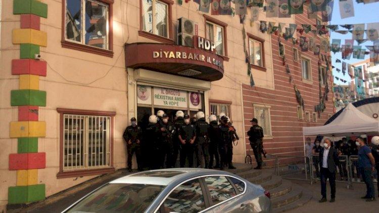 Diyarbakır'da HDP binalarına baskın... Eş başkanlar gözaltında