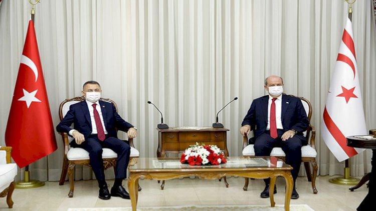 Ersin Tatar son defa Başbakan sıfatıyla karşıladı: Cumhurbaşkanı Yardımcısı Oktay KKTC'de
