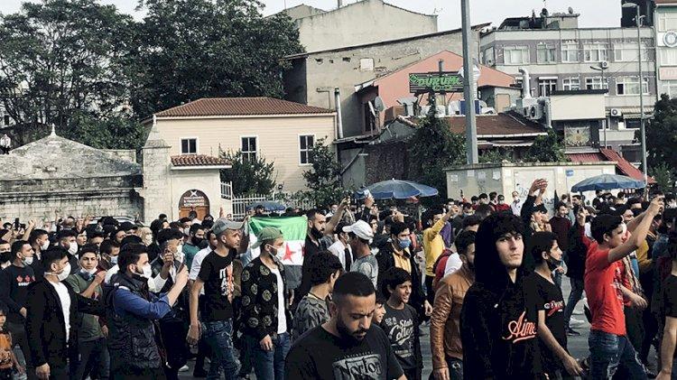 Suriyeliler sokağa indi: ÖSO bayrağıyla eylem yaptılar