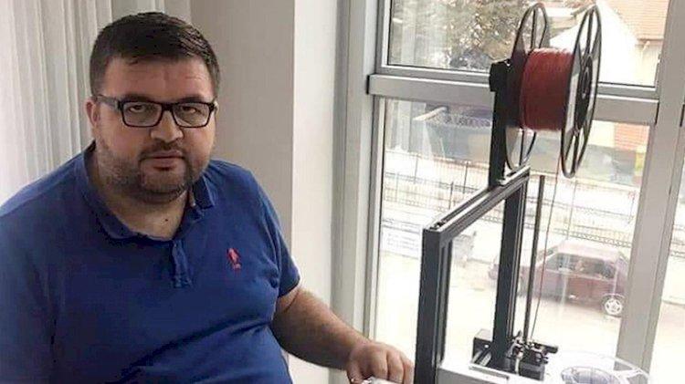 Sağlık çalışanları için siperlik üreten okul müdürü koronavirüsten öldü