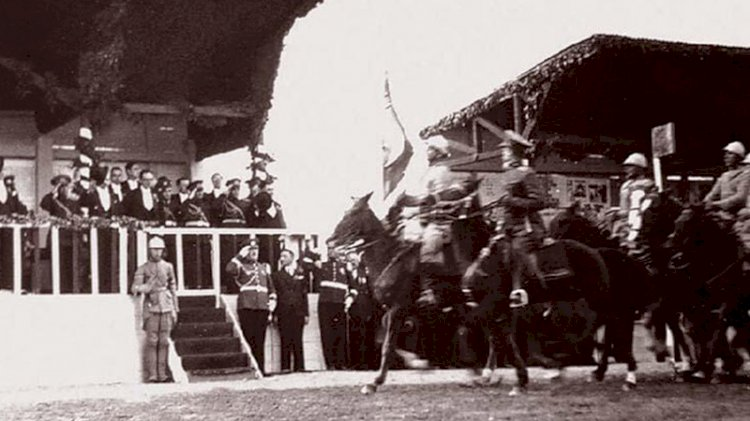 Atatürk'ün katıldığı 29 Ekim kutlamalarından fotoğraflar