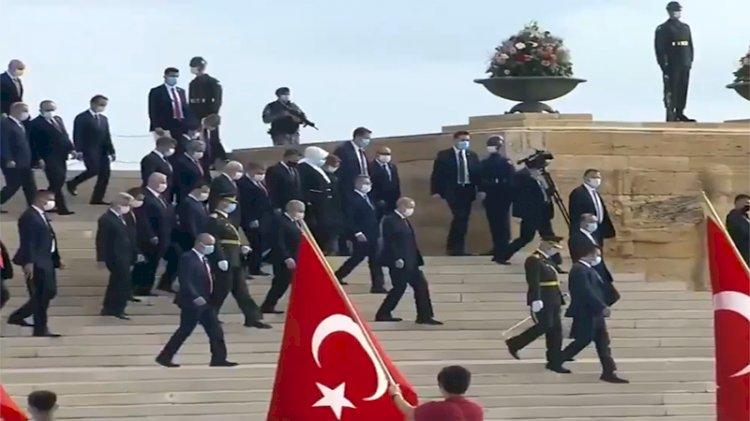 Anıtkabir'de yine 'Erdoğan' sesleri