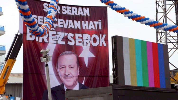 AKP kongresinde Erdoğan için Kürtçe pankart