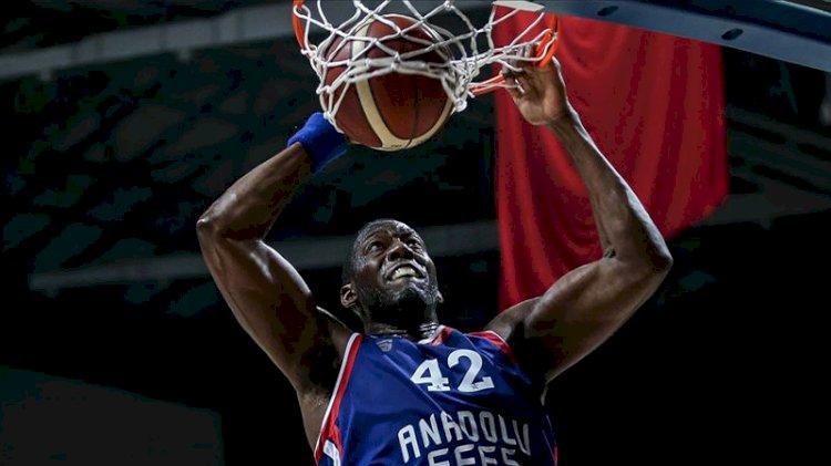 Anadolu Efes deplasmanda Olympiakos'u yendi, Dunston tarihe geçti