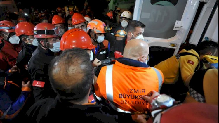 İzmir'de sevindiren haber! Enkazdan bir kişi daha kurtarıldı
