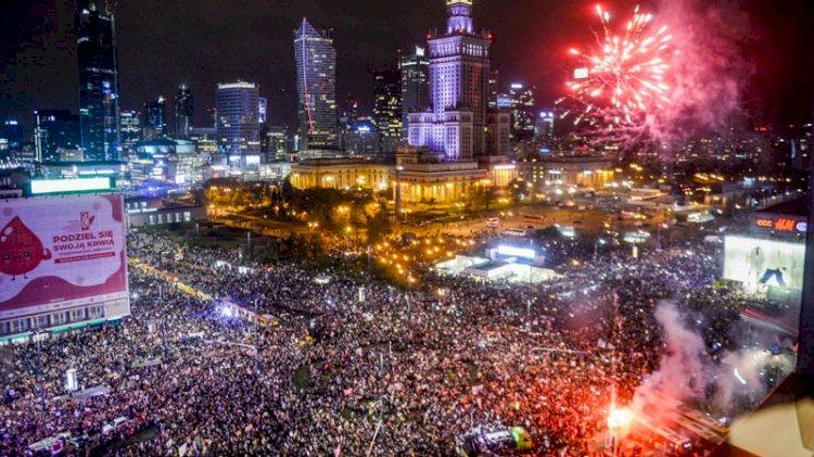 Polonya, yeni kürtaj kararıyla ikiye bölündü; binlerce kişi sokakta