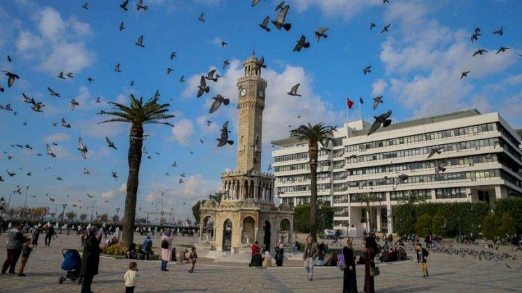 İzmir'de belediye binası geçici olarak kullanıma kapatıldı
