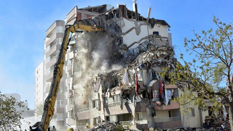 3 katı çöken Yılmaz Erbek Apartmanı'nda yıkım sürüyor