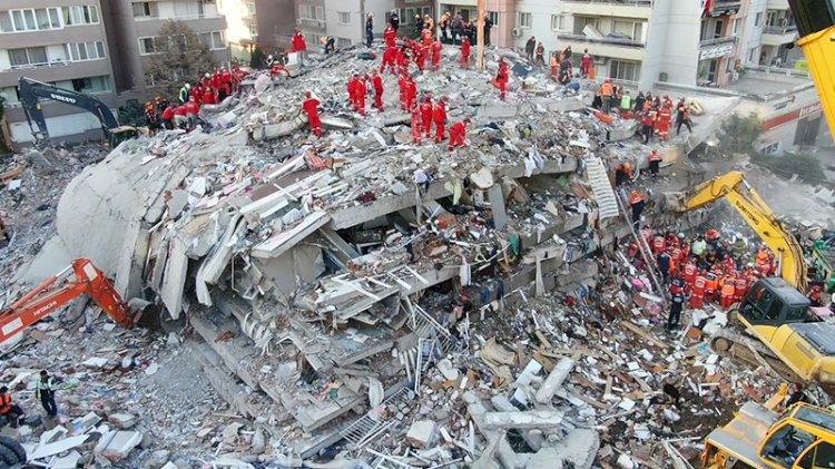 İzmir depreminde yıkılan binalara ilişkin müteahhit ve mesullere gözaltı