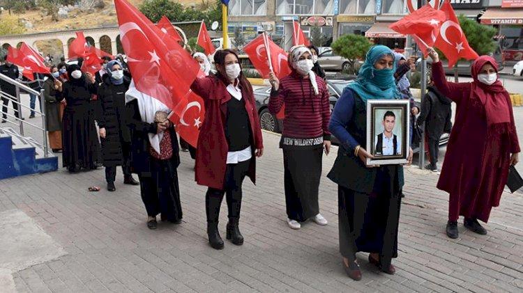 PKK ailesinden 13 kişiyi katletti... Çocukları dağa kaçırılan ailelerin eylemine katıldı
