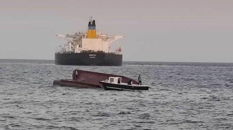 Yunan tankeriyle Türk teknesi çarpıştı
