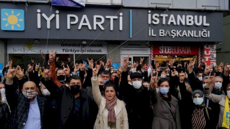 İYİ Parti il başkanlığı önünde 'bozkurt'lu eylem: İstifa edin!